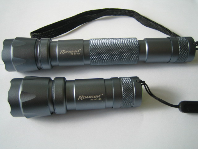 Romisen RC-N3 CREE Q5 LED Flashlight with and without AA extension tube